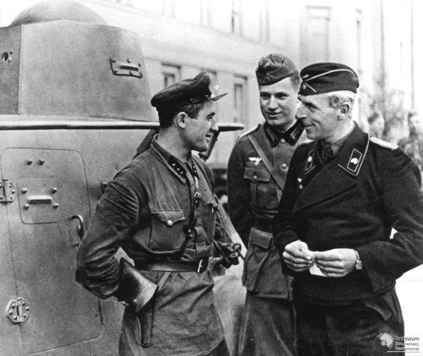 Soviet and Nazi officers