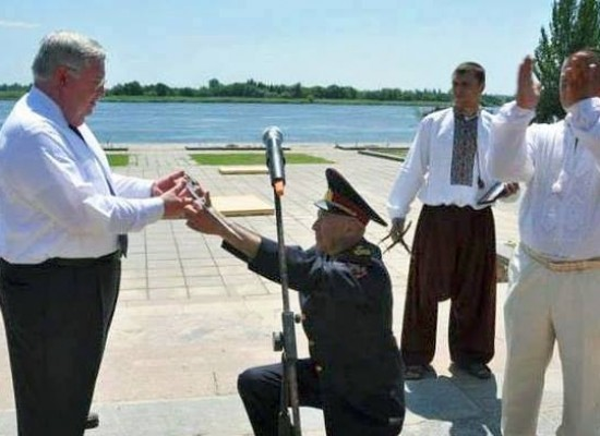 Fake: Ukrainian General Kneels before the Ex-Ambassador of the US