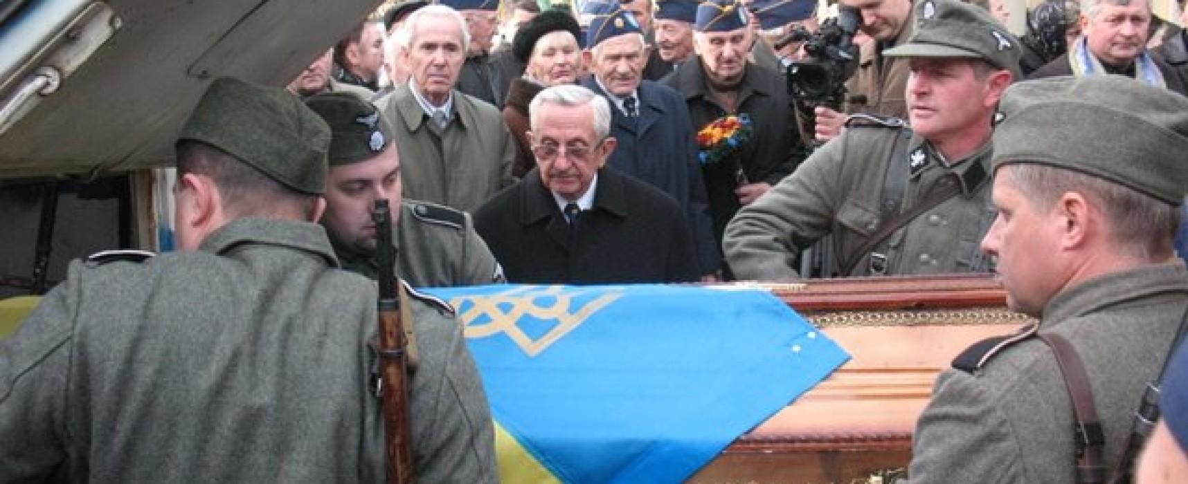 Фото с похорон ветерана СС Галичина 2009 года представляется как актуальные события в Украине