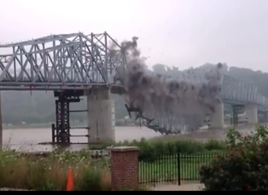 Fake Video of a Blown Up Bridge in Zaporizhia Oblast is Spreading Across the Web