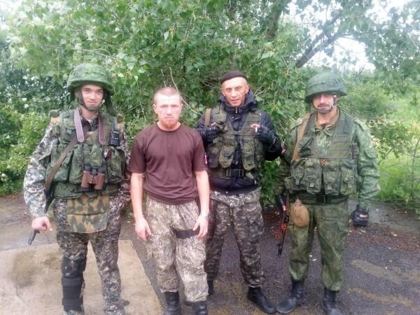 Муж Галины (крайний справа) с Моторолой