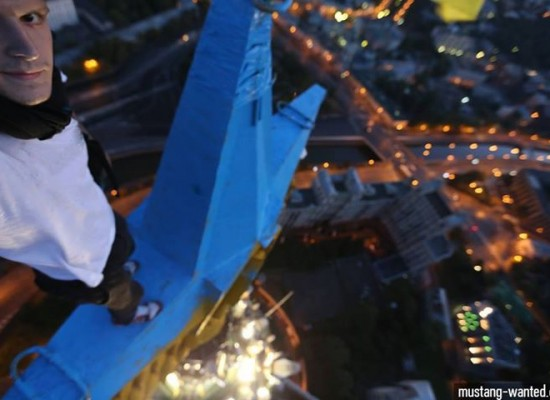 Four Parachutists did not Paint the star on the top of a Moscow High-rise in the Colors of the Ukrainian flag