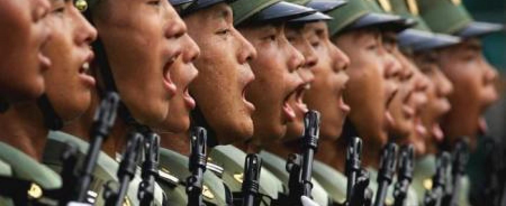 Фейк: Китайские военнослужащие обстреливают российских солдат на границе