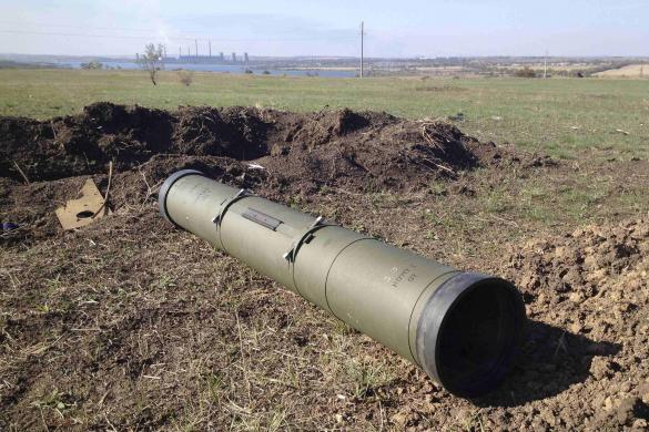 Труба от противотанковой управляемой ракеты Корнет. Старобешево (с) Мария Цветкова