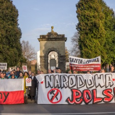Fake: Hundreds of Poles Went on Protest against the Demolition of the Monument to Soviet Soldiers