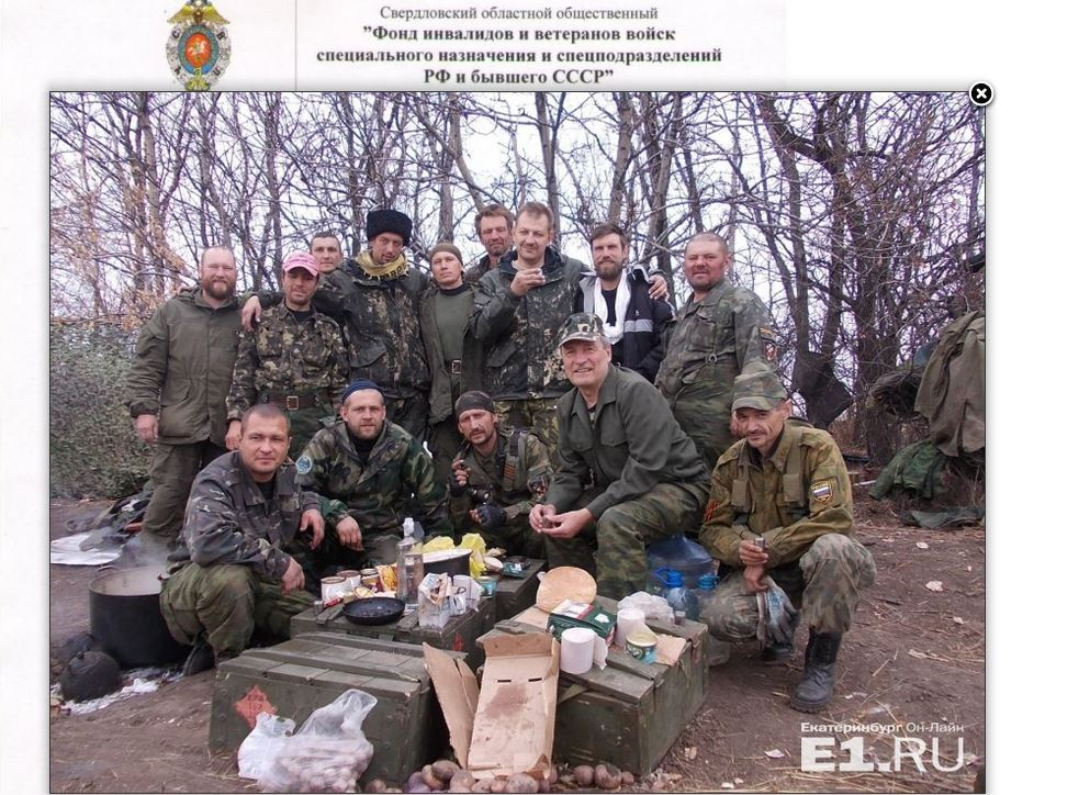 In a photo from Vladimir Yefimov, Yekaterinburg Online shows Russian army veterans who have joined the war in Ukraine's Donbas region. (Yekaterinburg Online screenshot/www.e1.ru)