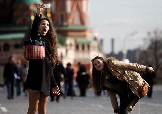 Взгляды молодежи намного менее «советские», чем у населения в целом Фото: А. Махонин / Ведомости