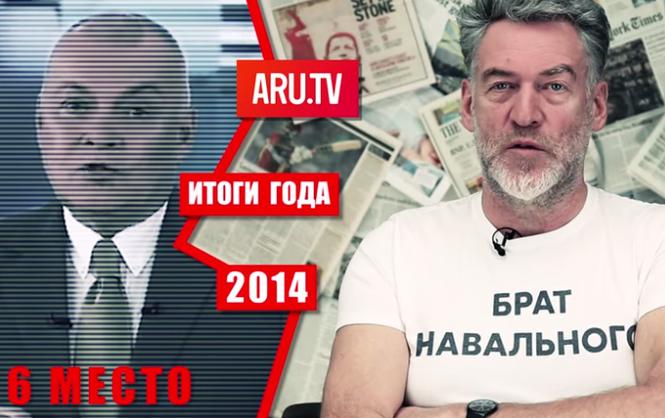 Одну из передач на новом эстонском телеканале ведет российский журналист и блогер Артемий Троицкий (на фото - справа)