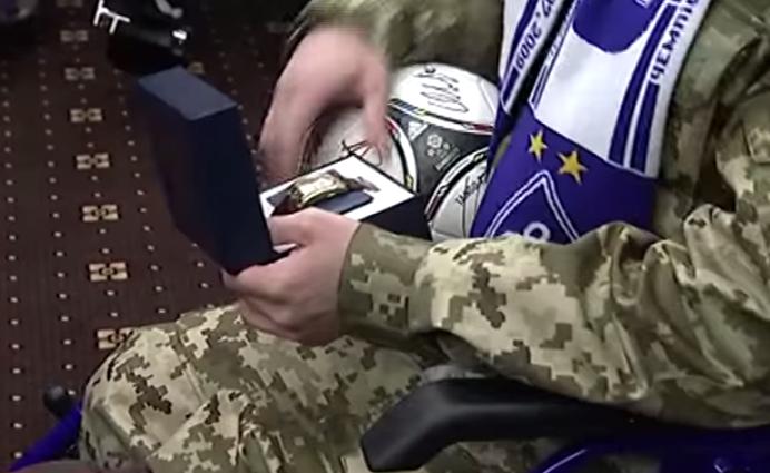 Порошенко и  ФК Динамо  поздравили  киборга  с Днем рождения   YouTube