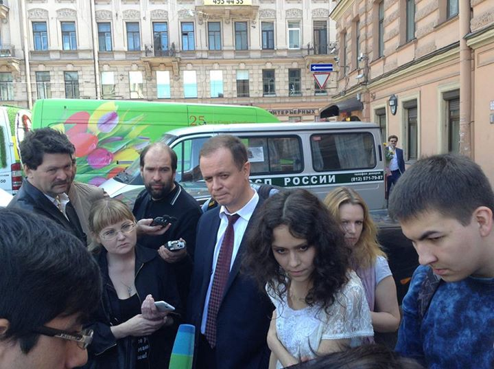Lyudmyla Savchuk and her lawyers after the court hearing on June 23, 2015. Image by Ivan Pavlov on Facebook.
