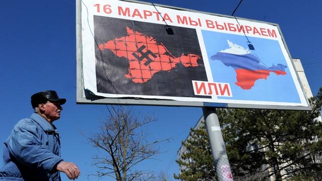 Плакат в Севастополе. 13 марта 2014. Фото: AFP