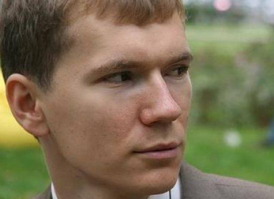 Газета «Известия» обнаружила универсального эксперта