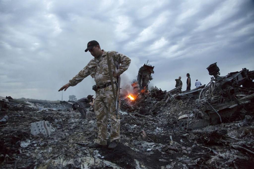 People walked among the crash debris on July 17, 2014, near the village of Grabovo, Ukraine. Photo: Associated Press