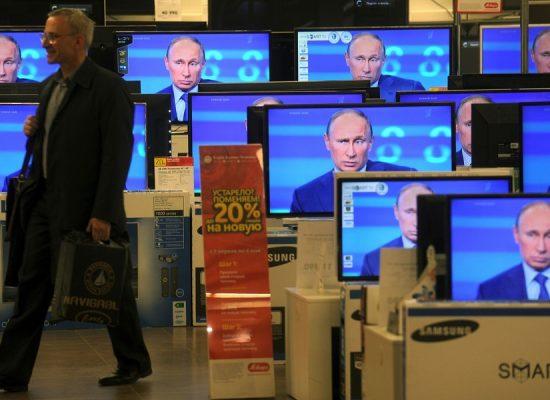 Путина можно победить новостями и сериалами