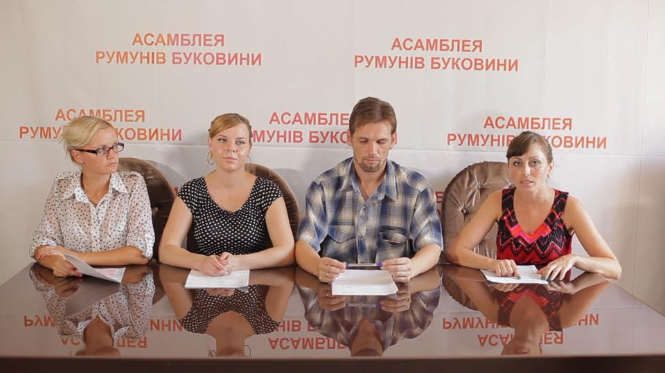 """Румынские активисты не знают никого из """"делегатов"""" на фото, а все надписи """"румынской"""" организации - только на украинском языке"""