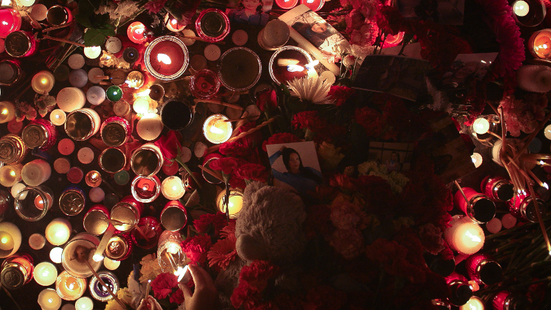 People lit candles and left flowers at Dvortsovaya Square in St. Petersburg on Sunday, November 1 during a day of national mourning for victims of a Metrojet crash over Egypt that killed all 224 on board. Photo by Nikolai Gontar for Demotix