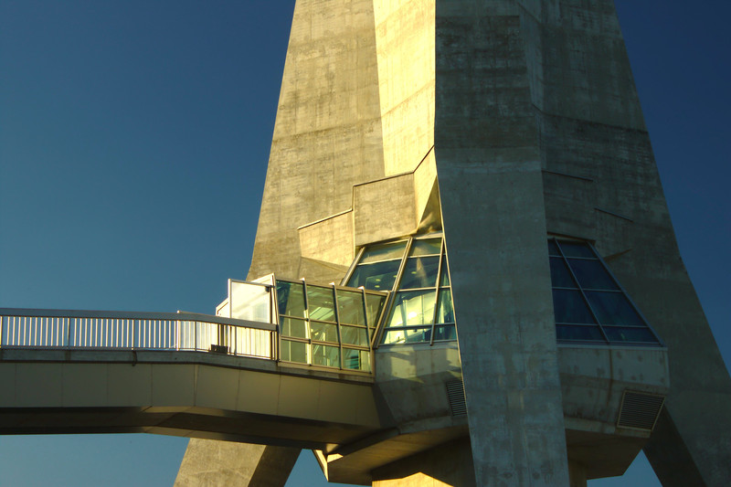 The Avala broadcasting tower, which overlooks Belgrade (Photo: Aktron/Wikimedia Commons)