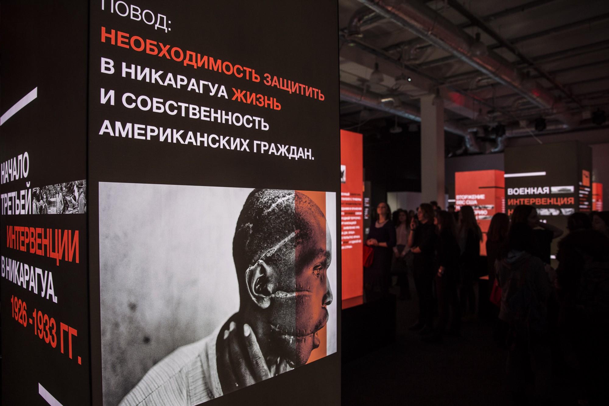 """Фото—Евгений Фельдман (""""Новая газета"""") / James Nachtwey"""