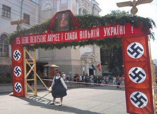 Photo fake: La fête de la ville de Lviv derrière une croix gammé