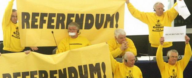 El año de 2005 ellos hicieron un referendum que paró la adopción de la Constitución de la UE. Foto hecha por BBC
