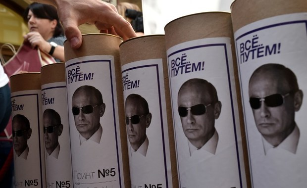 This picture taken on August 11, 2014 shows boxes of T-shirts with portraits of Russia's President Vladimir Putin, in a shop in central Moscow. The sale of a new collection of T-shirts with Putin's portrait starts in the Russian capital on August 11, at a price of 1200 rubles (25 euros).  AFP PHOTO