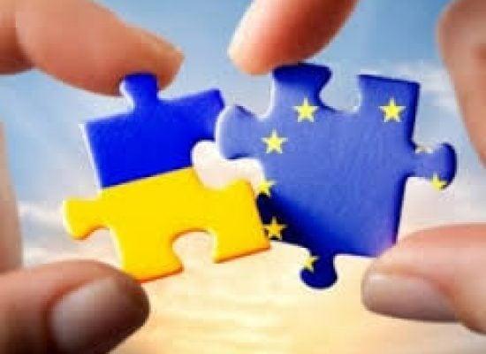"""Pat Cox: """"Sigue habiendo una voluntad de cambio profundo en Ucrania"""""""