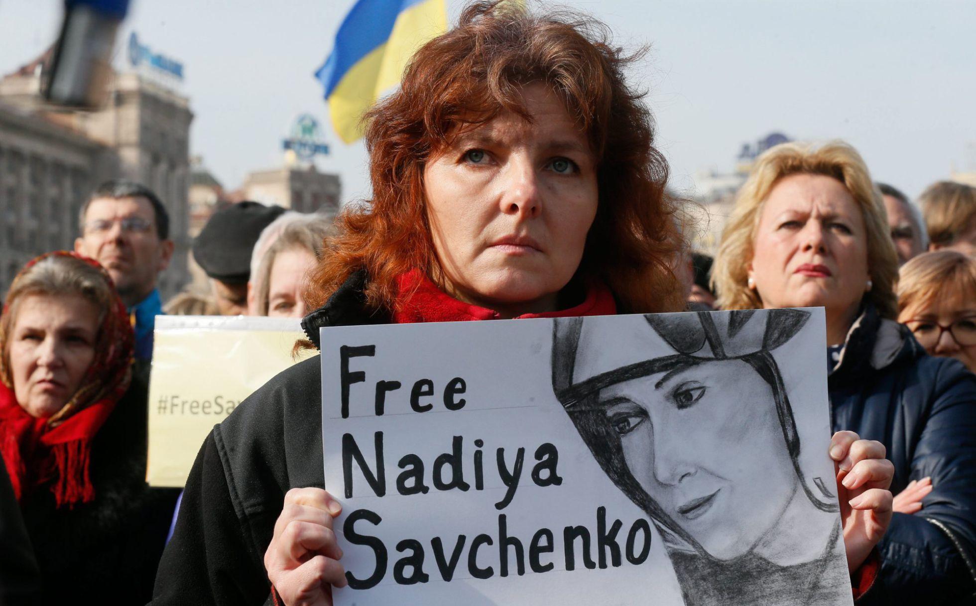 Protesta el domingo en Kiev para pedir la liberación de Sávchenko.  Foto por SERGEY DOLZHENKO EFE