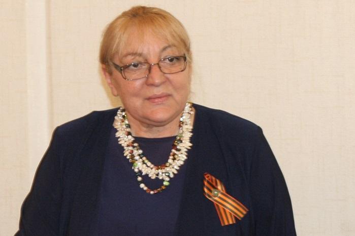 Магдалена Ташева си е сложила руска Георгиевска лента. Депутатката няма право да стъпва в Украйна, понеже е смятана за заплаха за сигурността й./Снимка Веселин Боришев