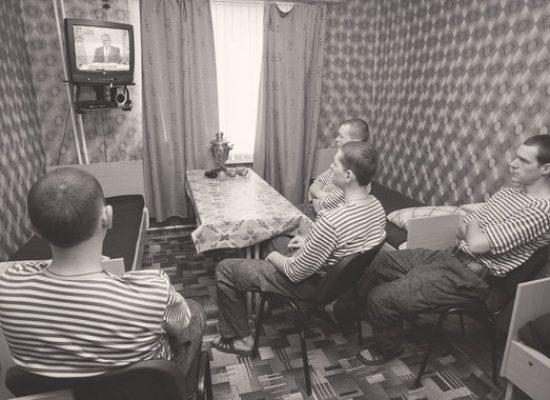 Родина вне критики. Социолог Денис Волков о том, как россияне принимают официальную версию событий