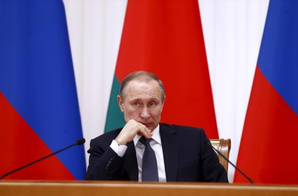 Russian President Vladimir Putin listens to his Belarussian counterpart Alexander Lukashenko after a session of the Supreme State Council of Russia-Belarus Union State in Minsk, Belarus, February 25, 2016. REUTERS/Vasily Fedosenko