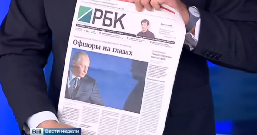 Dmitry Kiselyov displays RBC's controversial frontpage. Image: Tjournal.ru