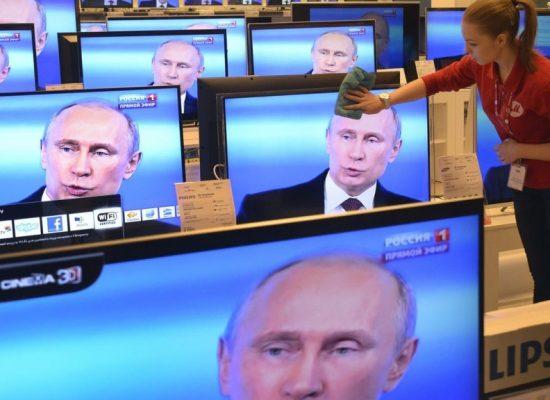 """Putin: """"I Panama Papers? Tutto vero, sono stati spesi per comprare un violoncello Stradivari"""""""