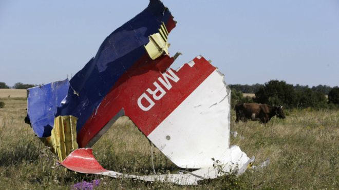 Image copyright Getty Images. Image caption Wreckage from MH17
