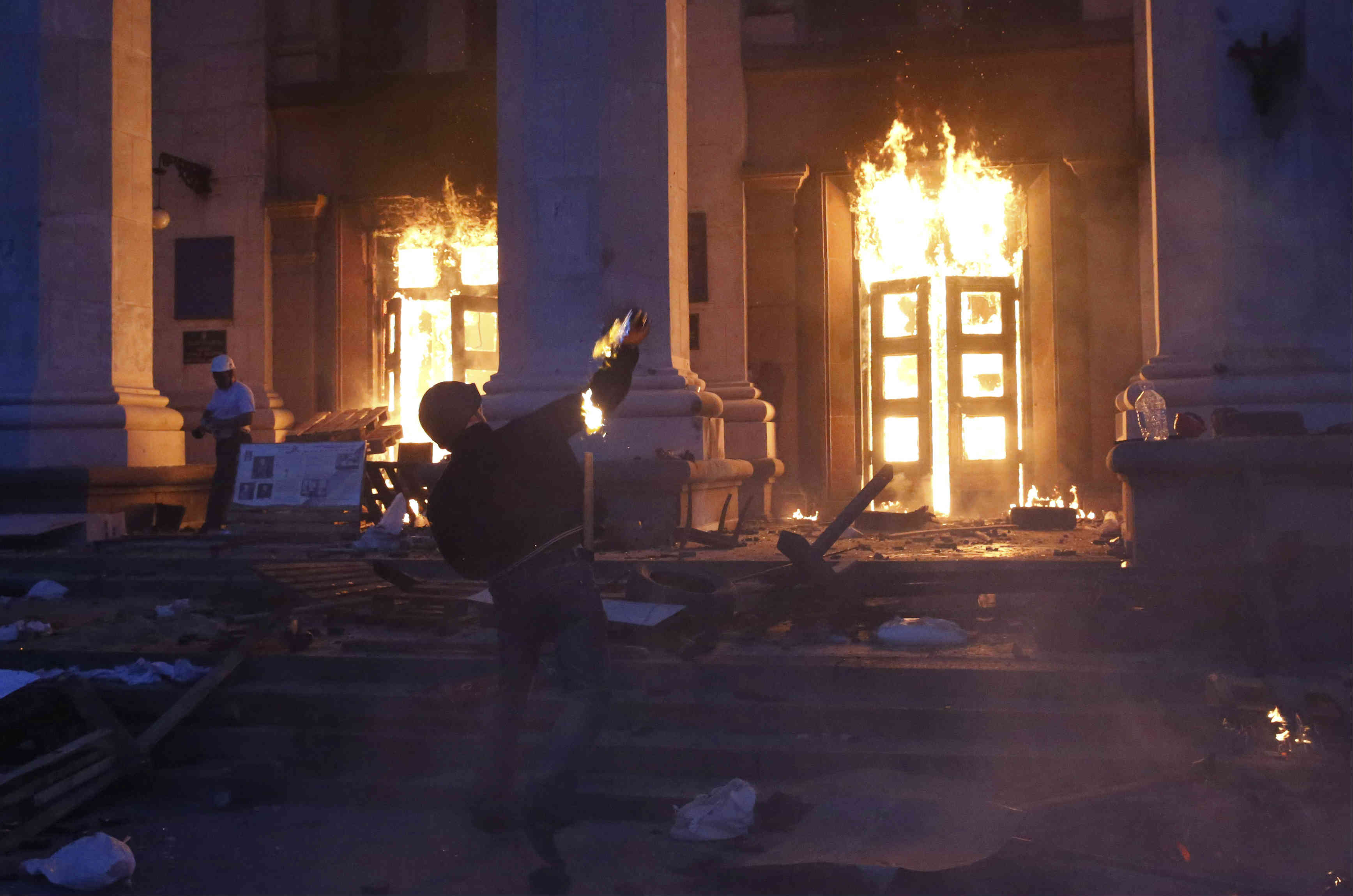A protester throws a petrol bomb at the trade union building in Odesa May 2, 2014. REUTERS/Yevgeny Volokin