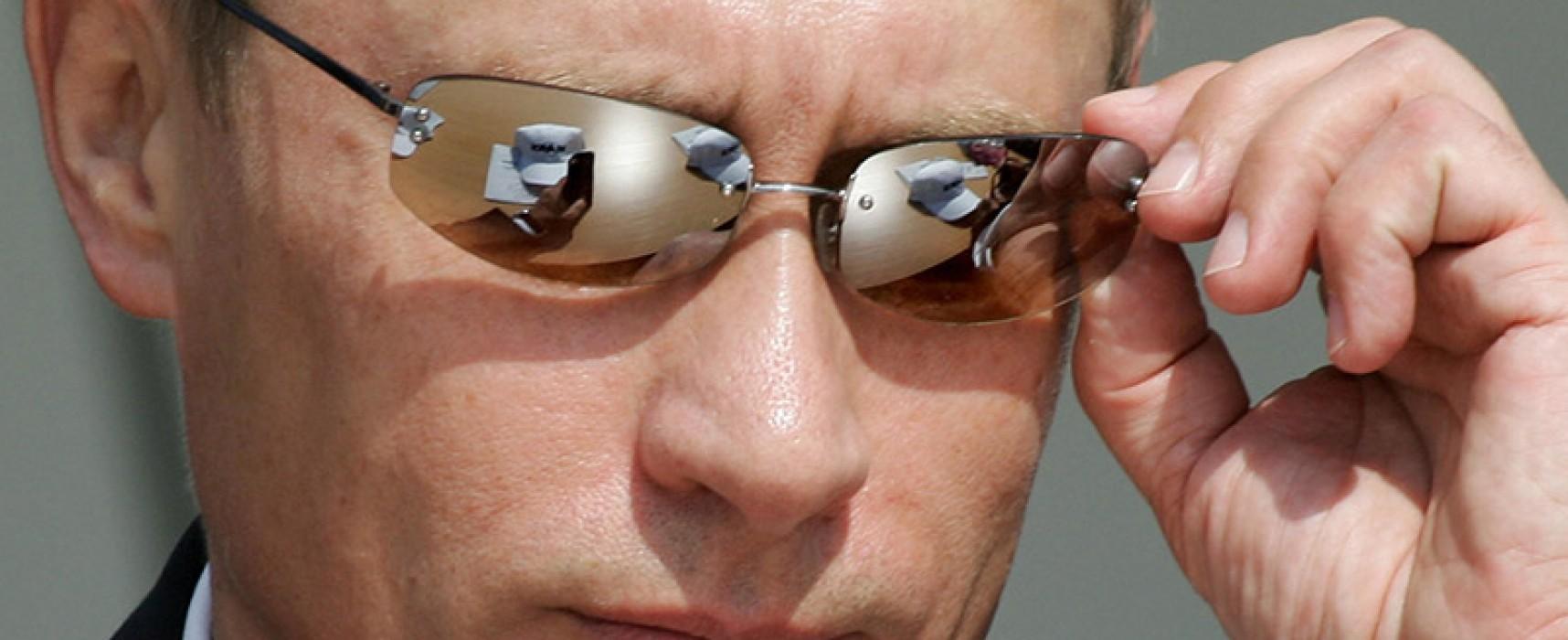 """Militari in vacanza con i tank e cuochi fabbricanti di troll: ecco i """"volontari"""" del Cremlino"""