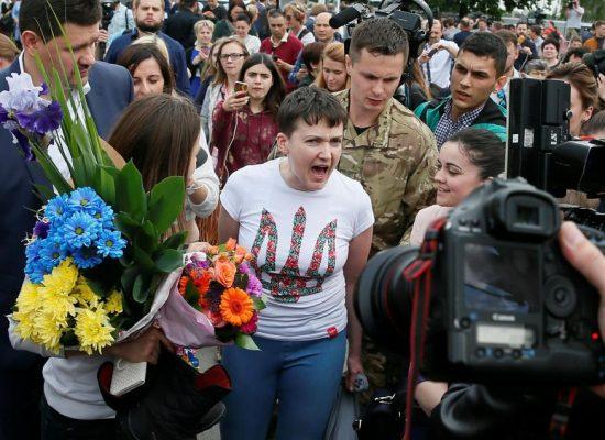Nadia Savtchenko rentre au pays et gagne son combat