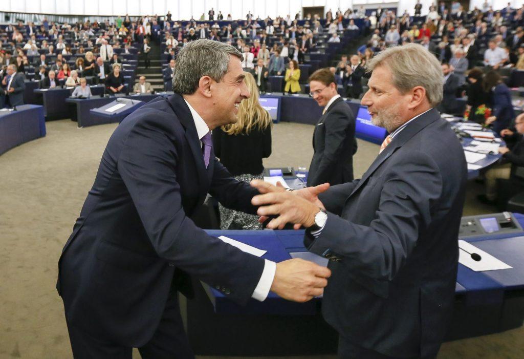 Росен Плевнелиев след речта си в Европейския парламент в Страсбург. Снимка EPA/БГНЕС