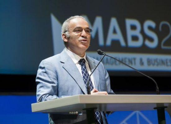 Gary Kasparov: La propaganda rusa está promoviendo el odio