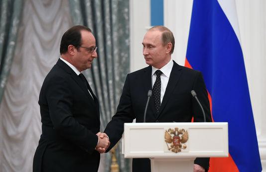 Vladimir Poutine (droite) et François Hollande, le 26 novembre 2015 à Moscou, Russie Stephane de Sakutin/ AP (dans Le Monde)