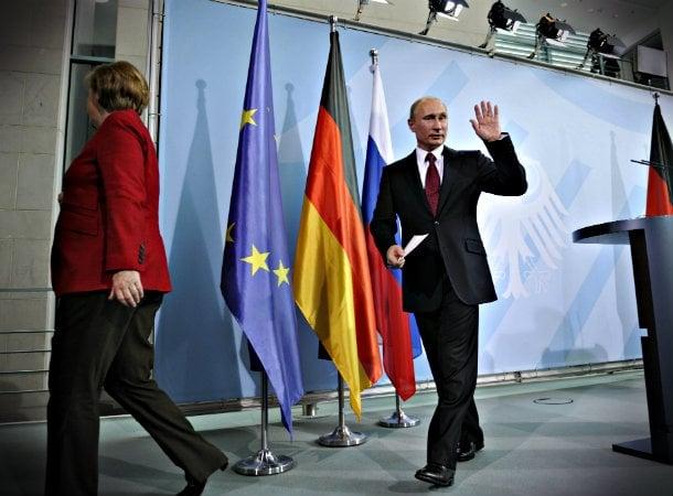 Putin in Berlin with Merkel in 2012
