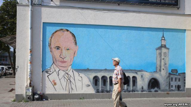 Портрет на Владимир Путин в Крим. Снимка: Крым.Реалии