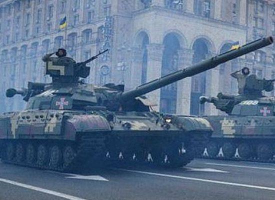 """Прокремълските СМИ разказаха за """"танкове с кръстове"""" на парада по случай Деня на независимостта в Киев"""