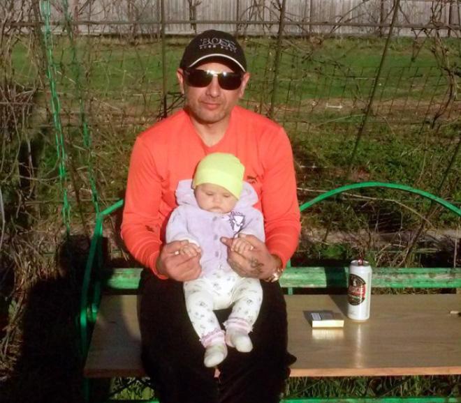 Андрей Захтей с дъщеричката си. Снимка: лична страница във ВКонтакте