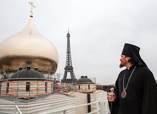 Pourquoi une église russe à Paris juste en ce moment?