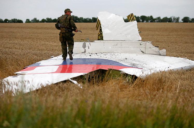 Crash d'un 777 proche Donetsk - Page 9 MH17CrashFeature