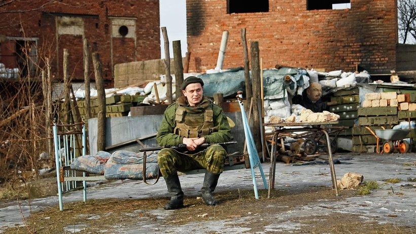 A Pro-Russian separatist close to Gorlovka, Donetsk area © Alexander Ermochenko/epa/dpa