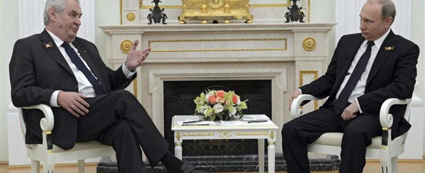USA prý vedou mediální válku proti Putinovi, Česko je hlavní loutkou a bojištěm