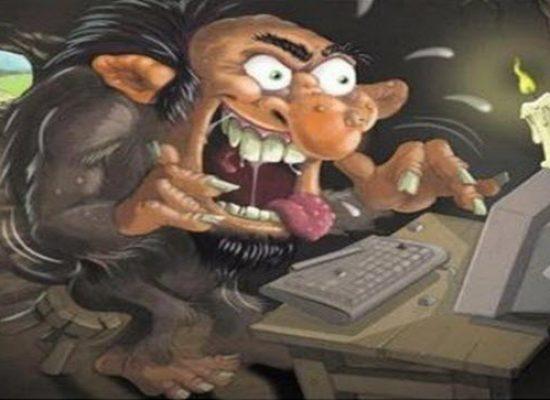 La creazione di un nemico nel dividi et impera digitale