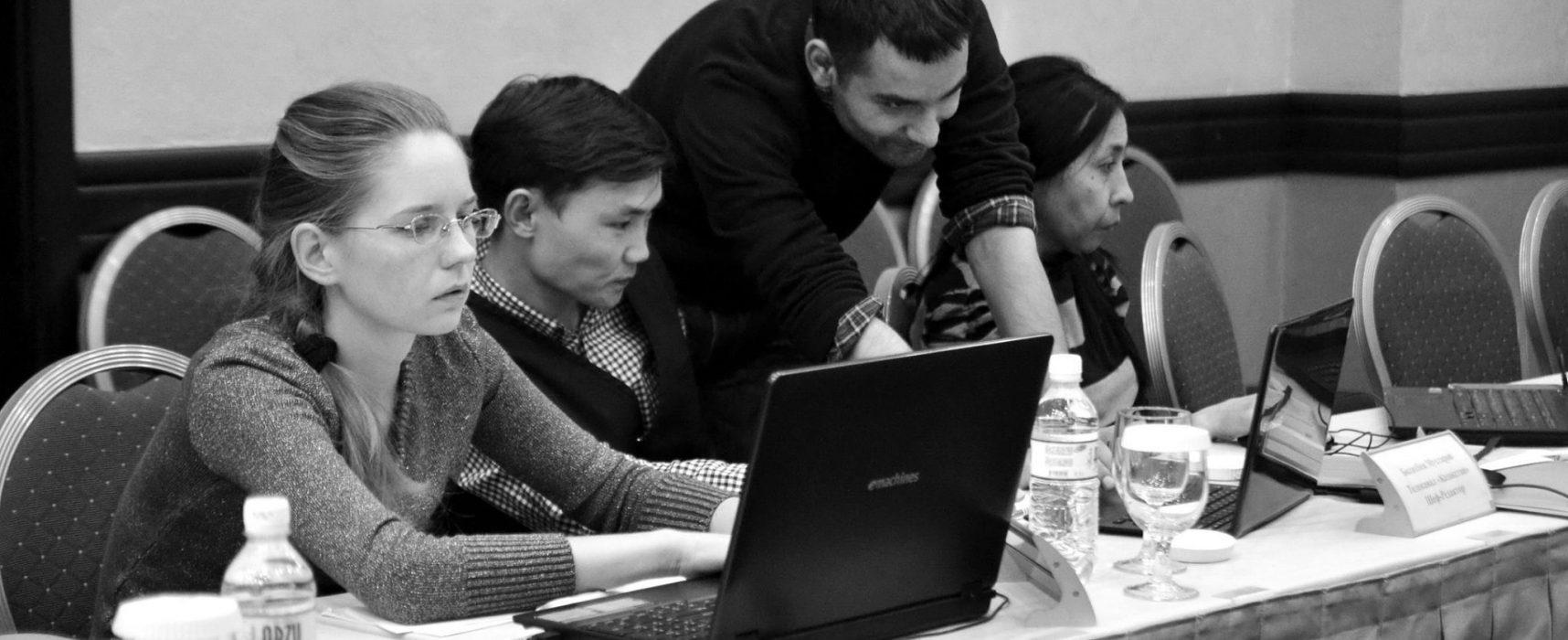 StopFake Trainer unterrichten Journalisten in Kazakhstan, Politiker aus Georgien und Aserbaidschan über Fact-checking und Kampf gegen Propaganda