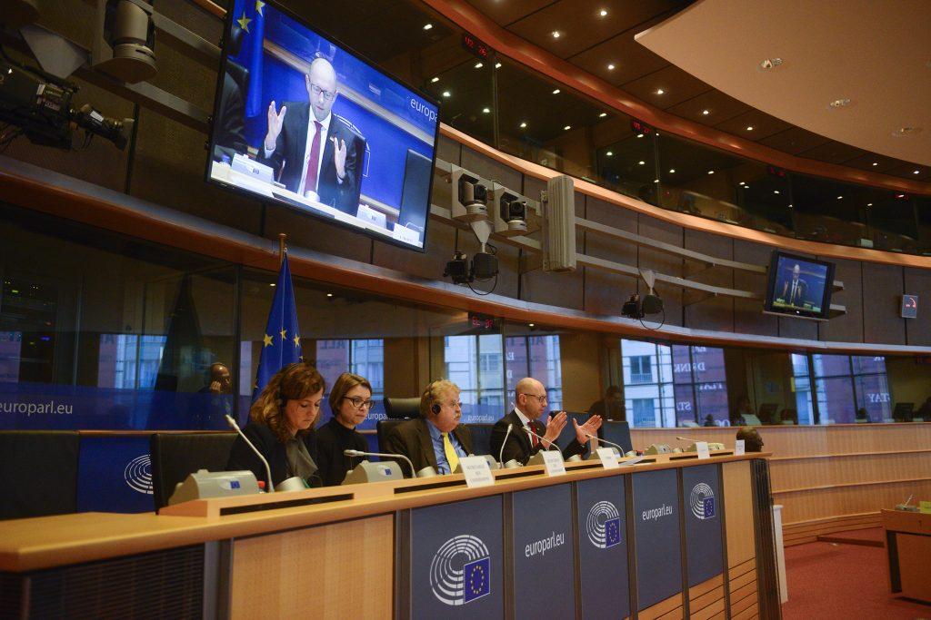 Vystoupení Arsenije Jaceňuka 29. listopadu, snímek z webu http://yatsenyuk.org.ua/